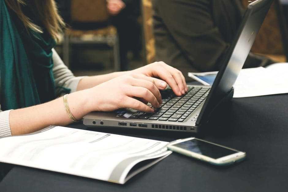 Bán hàng qua mạng nên bán gì? 10 mặt hàng Online bán chạy trong năm 2020