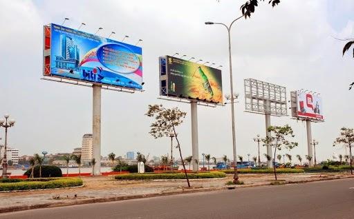 Các biển quảng cáo ngoài trời cũng là một trongcác kênh Marketing Offlinehiệu quả
