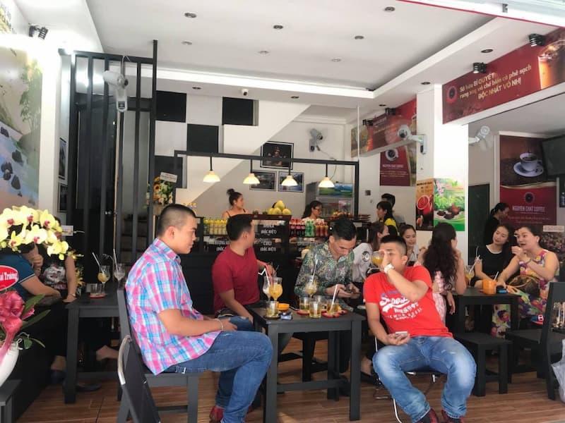 Hình ảnh quán cà phê bình dân